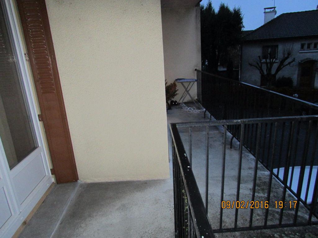 Appartement Aurillac 3 pièce(s) 75 m2 grand balcon et garage