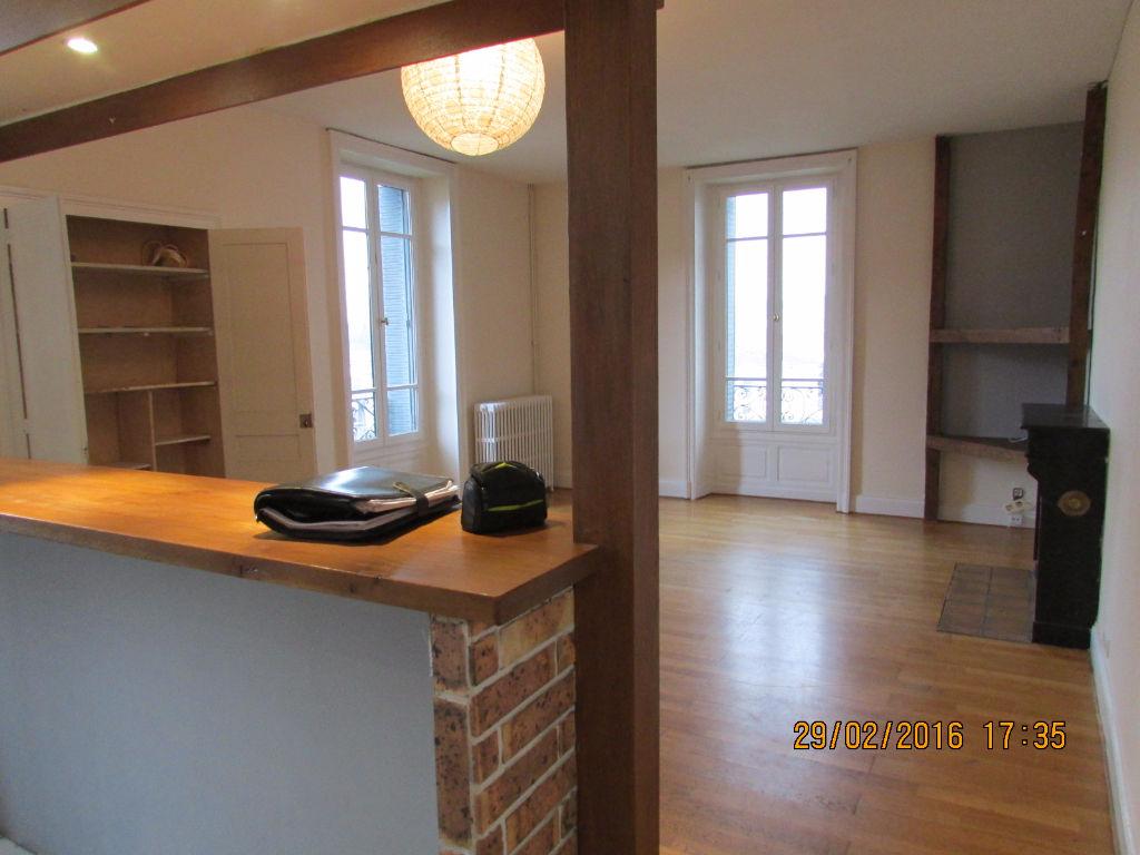 Appartement Aurillac aristide briand 3 pièce(s) 89 m2