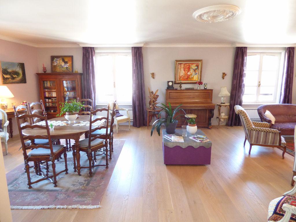 Appartement Aurillac 4 pièce(s) 120 m2 ascsen. 2 garages.balcon