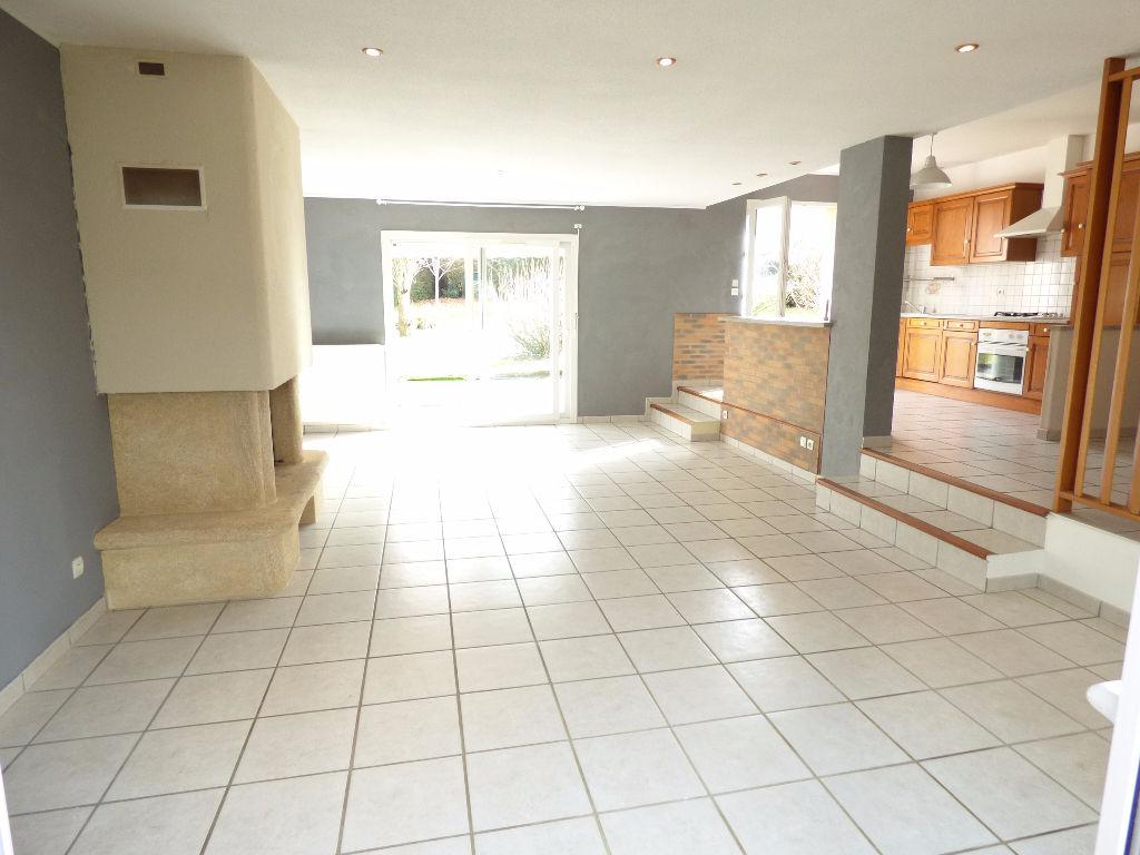 Maison plain pied 1500 m2 terrain 5 minutes Aurillac