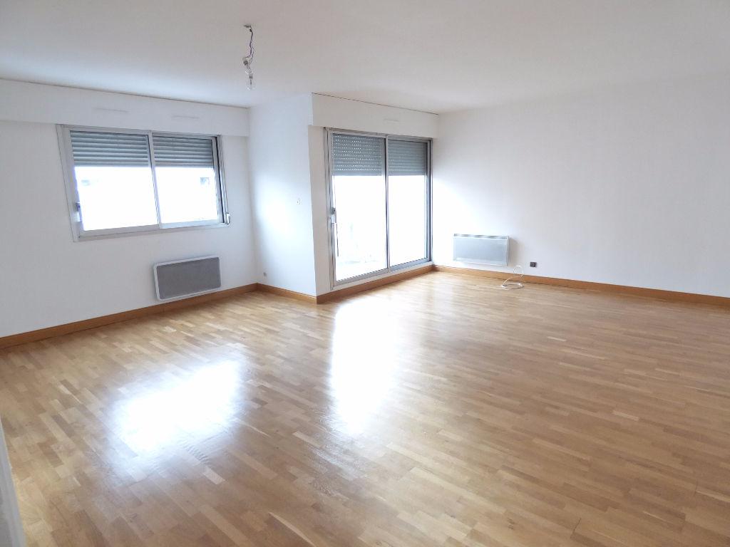 Appartement 15000 4 pièce(s) 96 m2 balcon ascenseur garage