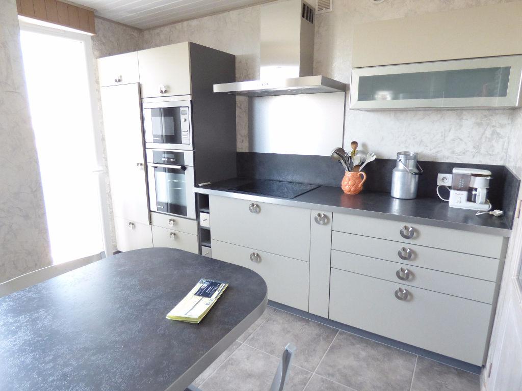 Appartement Aurillac 4 pièce(s) 83 m2 loggia cave garage