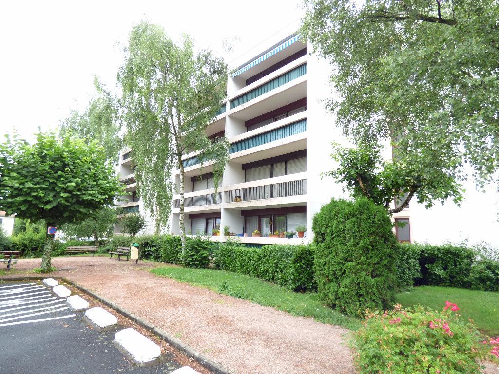 Appartement Aurillac 4 pièce(s) 80 m2 BALCON ASCENSEUR