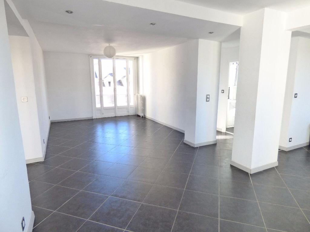 Appartement 15000 3 pièce(s) 70 m2  ascenseur GARAGE