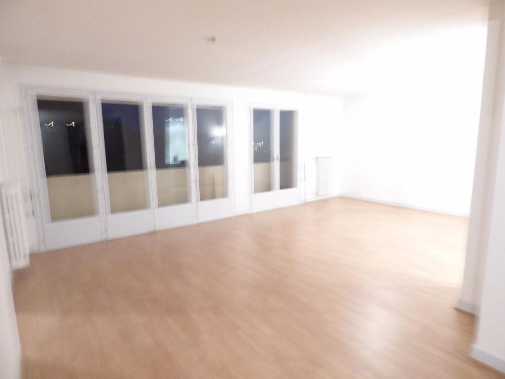 Appartement 15000 4 pièce(s) 85 m2 BALCON CAVE GARAGE
