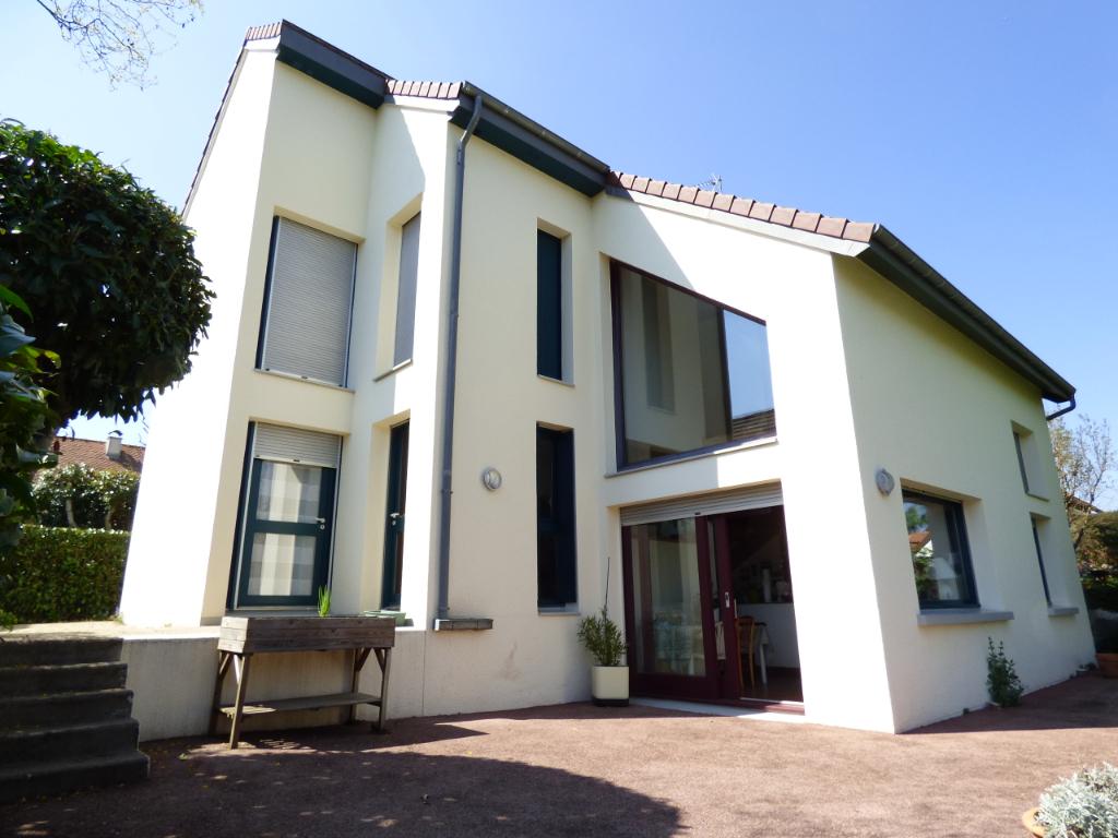Maison Aurillac 6 pièce(s) 125 m2  4/5 CHAMBRES