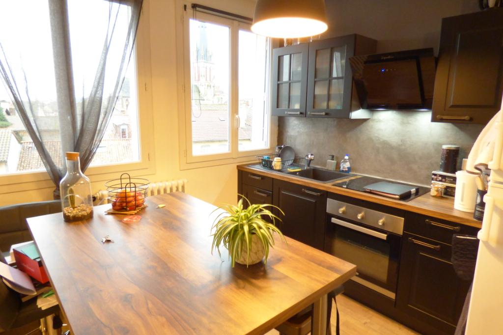 Appartement Aurillac 2 pièce(s) 41 m2 ascenseur garage