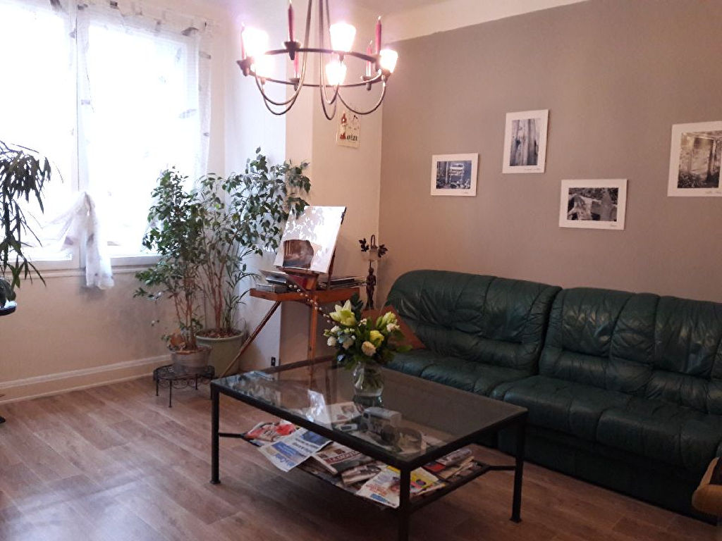 Appartement PT ROUGE 3 pièce(s) 69 m2 balcon chauff ind