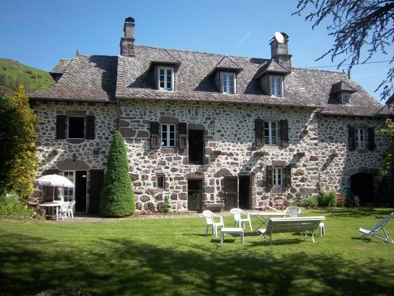 Maison de charme en pierres à 10mn d'Aurillac avec piscine