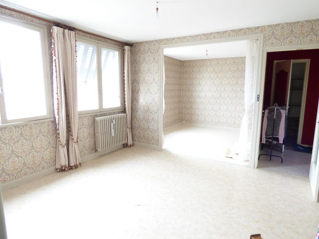 Appartement Aurillac 3 pièce(s) 78 m2. Cave et GARAGE