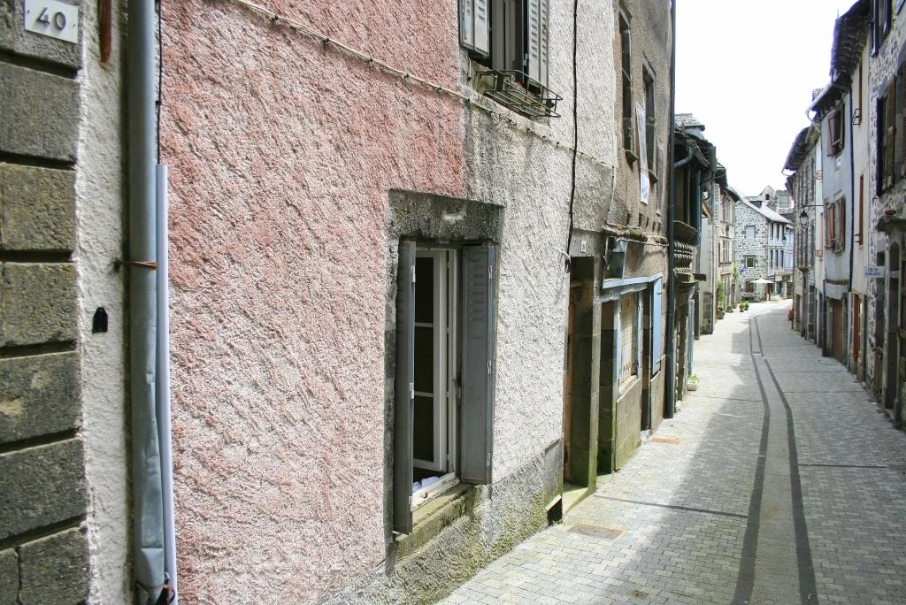 Exclu: Maison 38 Grand' Rue, Mur de Barrez