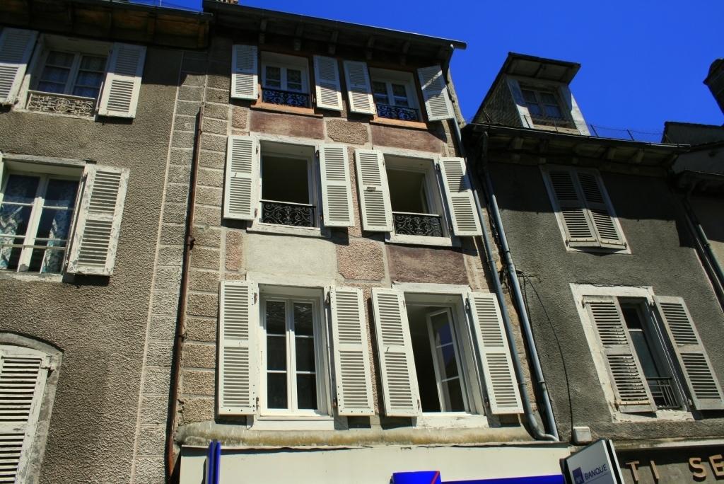 Immeuble dans le bourg de Mur de Barrez