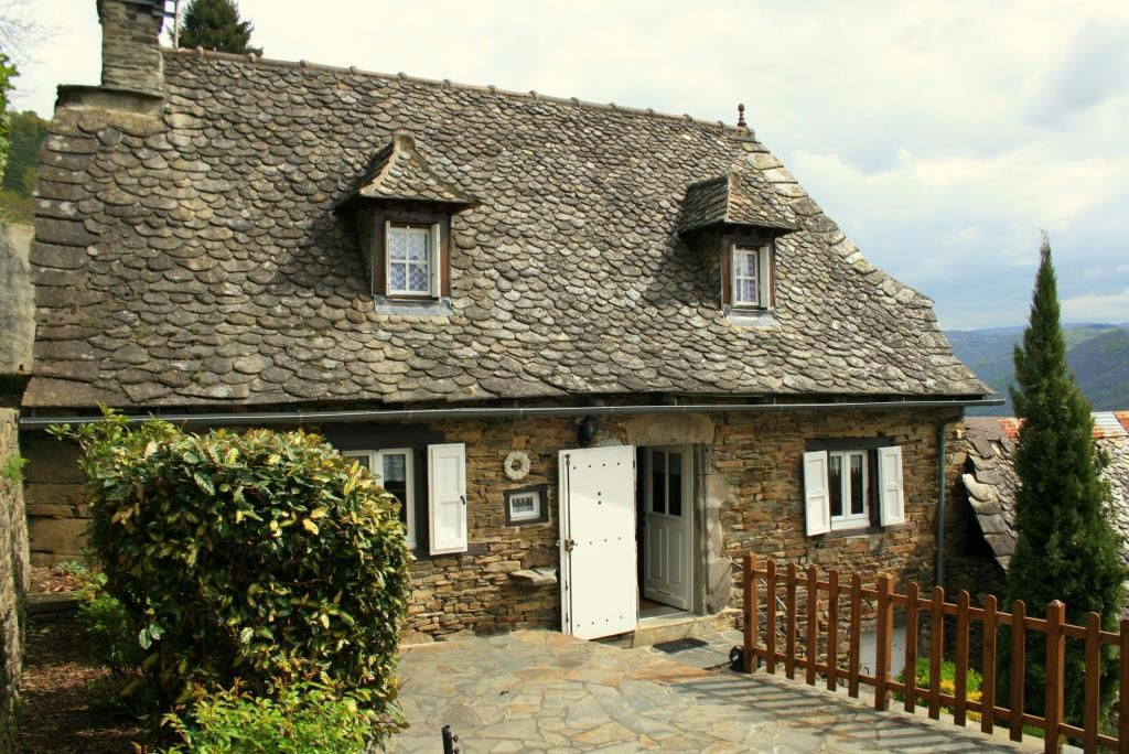 Maison en pierre, secteur Lacroix vendue meublée