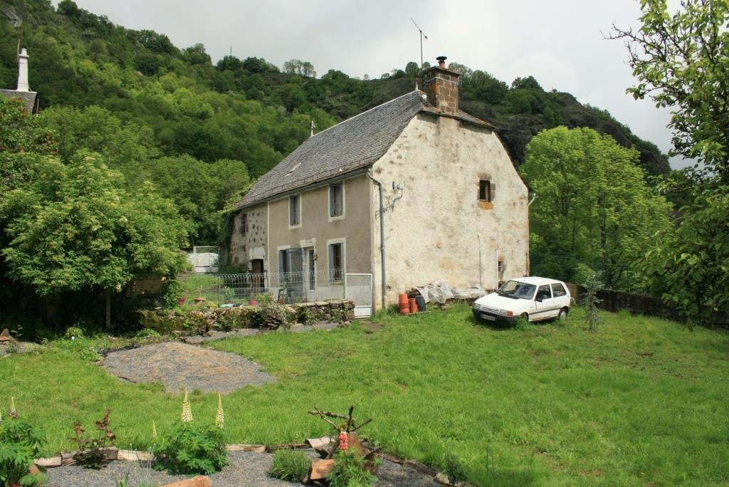Maison avec grange et terrain attenant