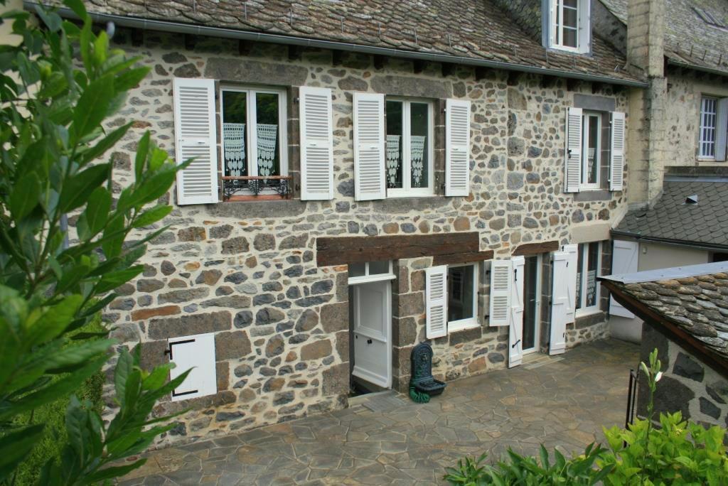 Maison centre Mur de Barrez