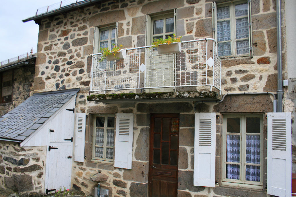 Maison en pierre d'environ 68m²  habitable