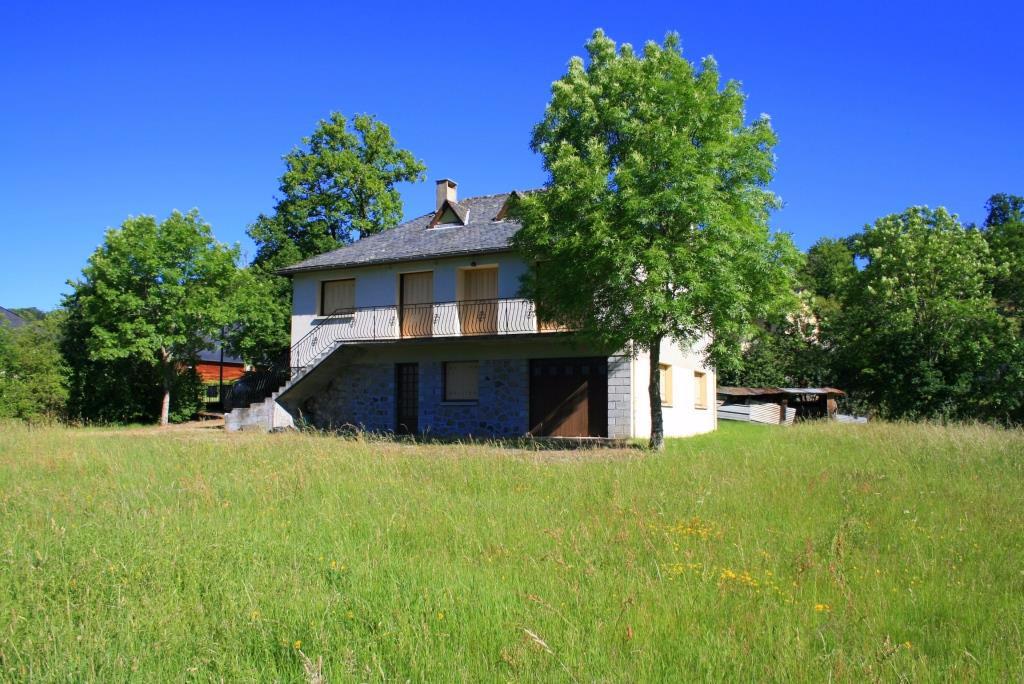 Maison avec beau jardin à Brommat