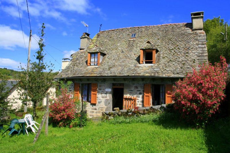 Maison en pierre, secteur Brommat