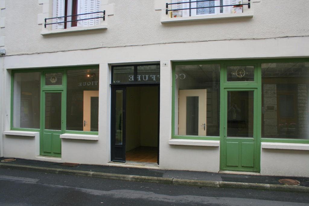 Ancienne boutique 14 Rue de la Parro, 12600 Mur de Barrez