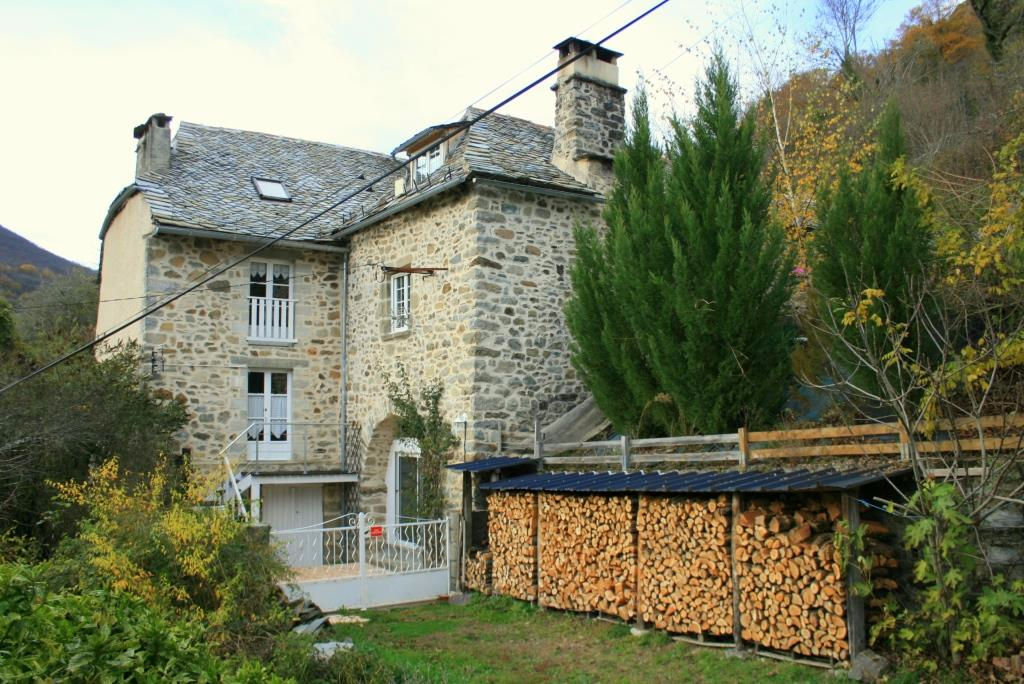 Charming stone house with income potential, overlooking Truyère Valley
