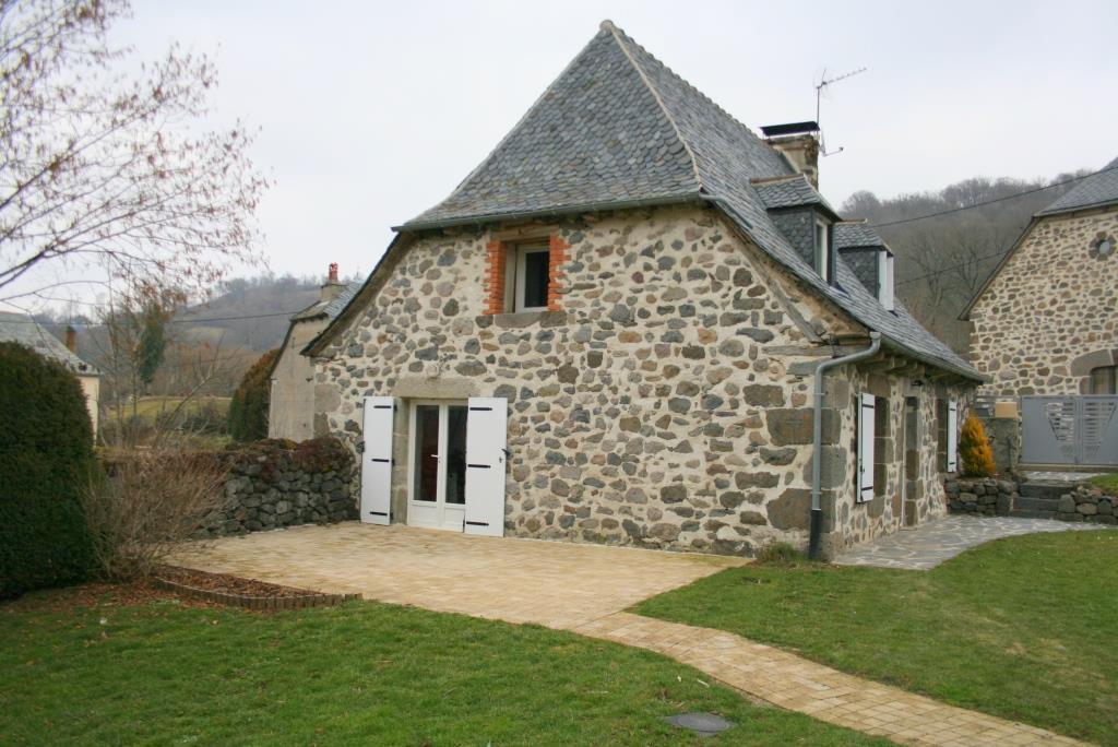 Maison en pierre, secteur Brommat habitable de suite