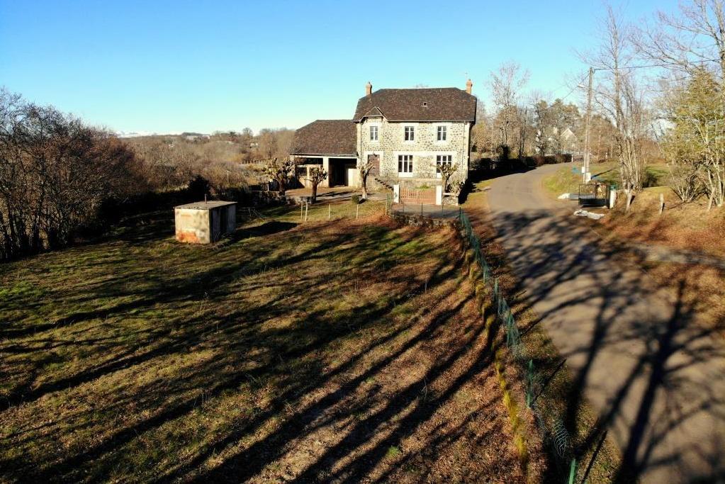 Maison à Labarthe, 12600 Brommat sur 2127m² de terrain