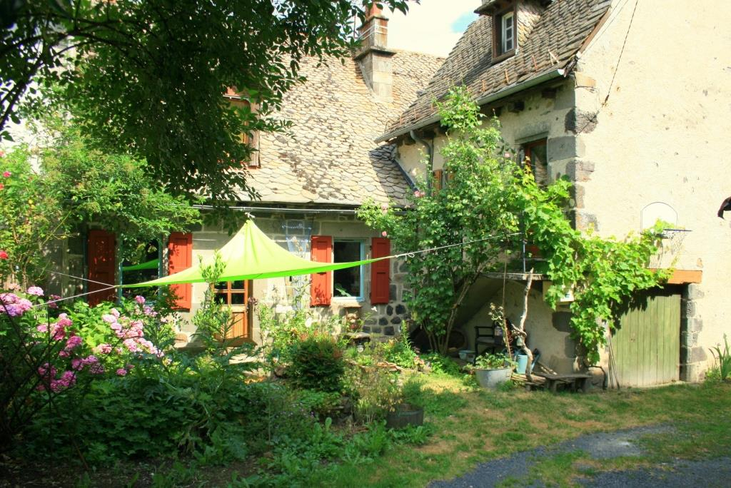 Stone house with rental potential and cottage garden, Raulhac
