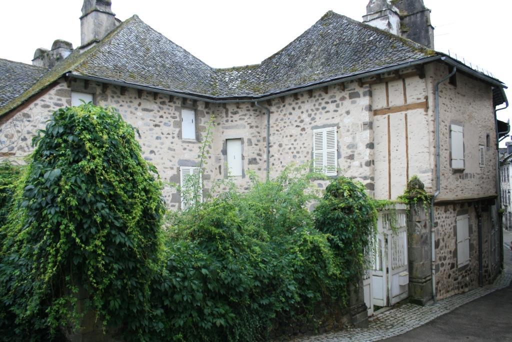 Maison historique vieux bourg de Mur de Barrez