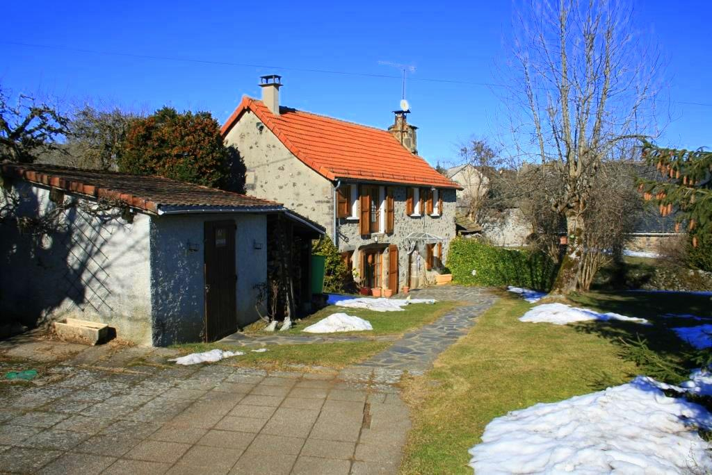 Stone house, quiet village location 110m² habitable