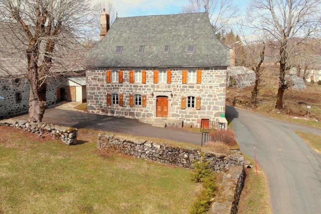 Exclu: Maison en pierre, Malbo 15230