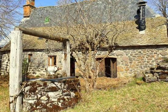 Maison en pierre avec petite grange sur terrain de 3260m²