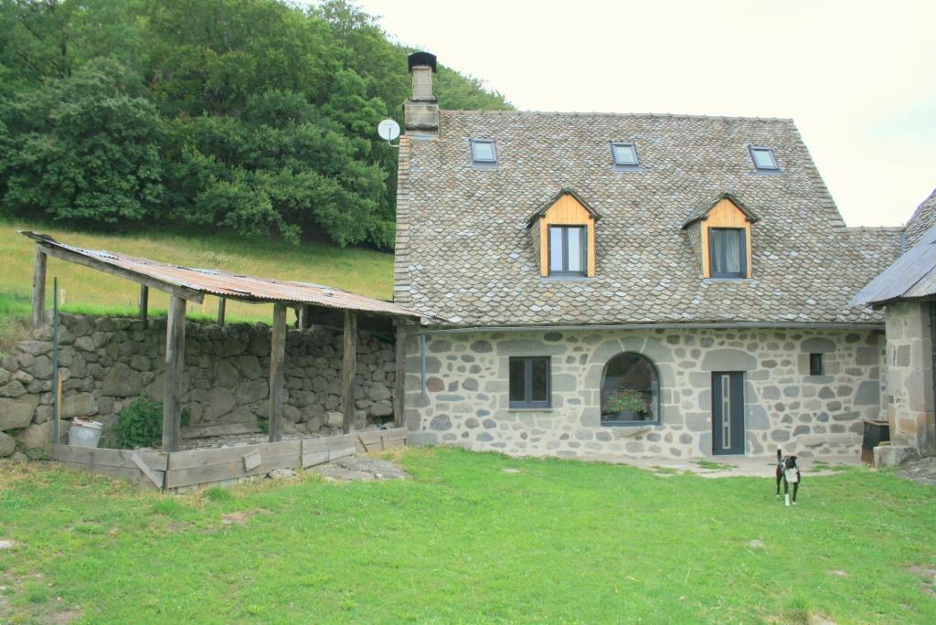 Exclu; Maison rénovée avec 2527m² de terrain
