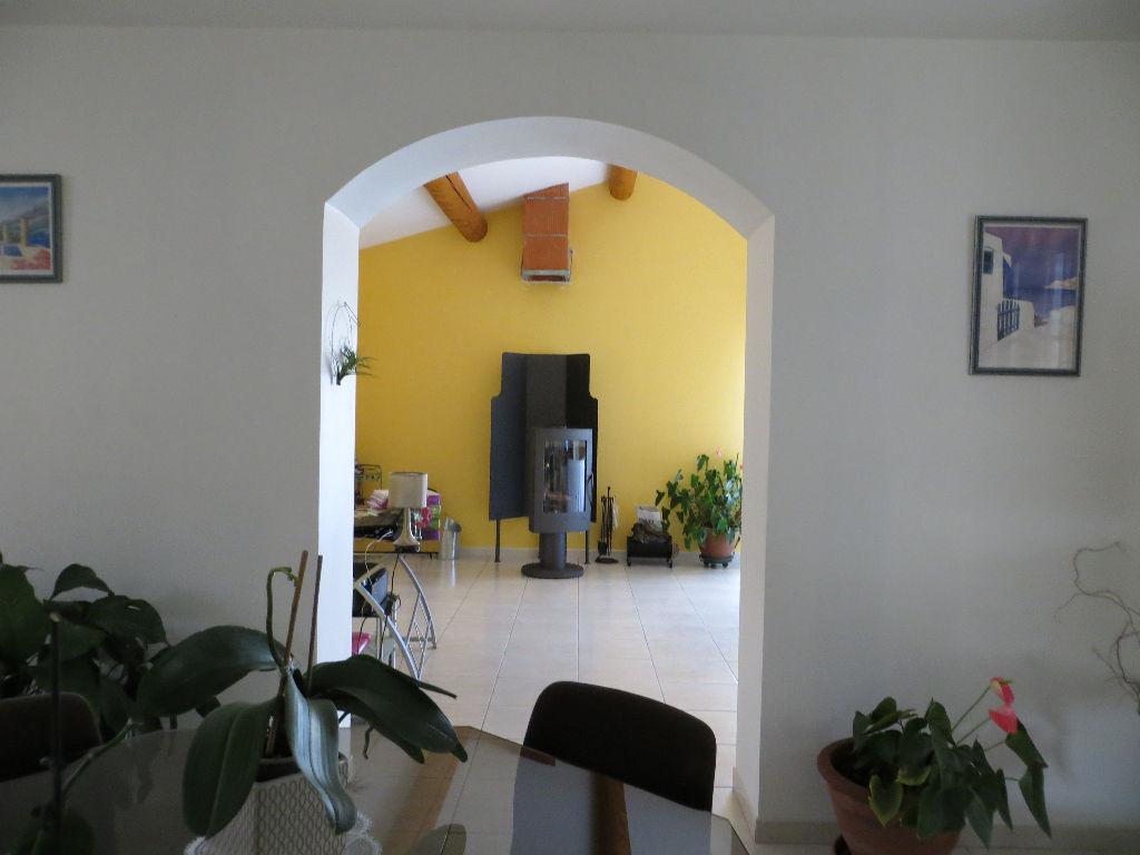 Villa de 166 m2 à proximité de Suze la Rousse