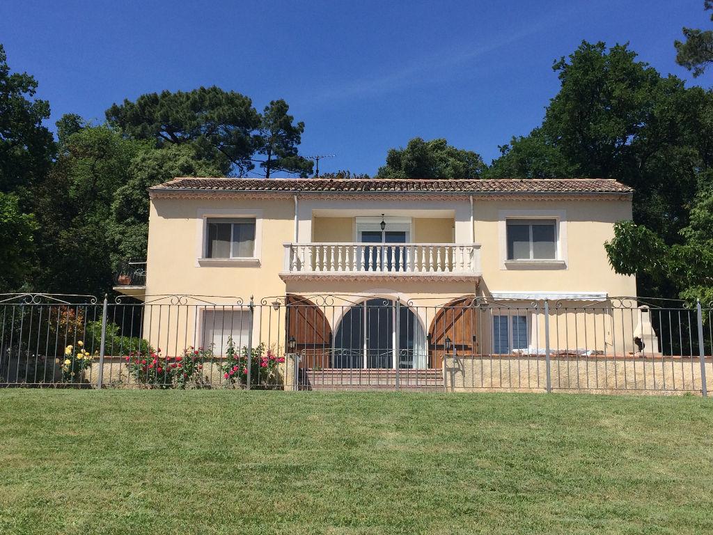 Batisse proche Saint Restitut 9 pièce(s) 250 m2