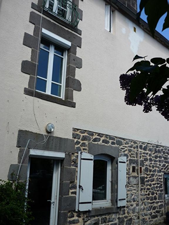 Charbonnières Les Varennes MAISON + Grange et sa cour