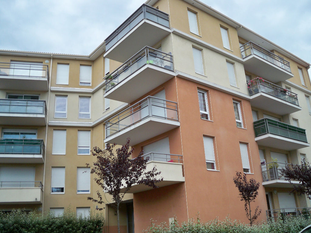 Riom F2 et place parking - balcon