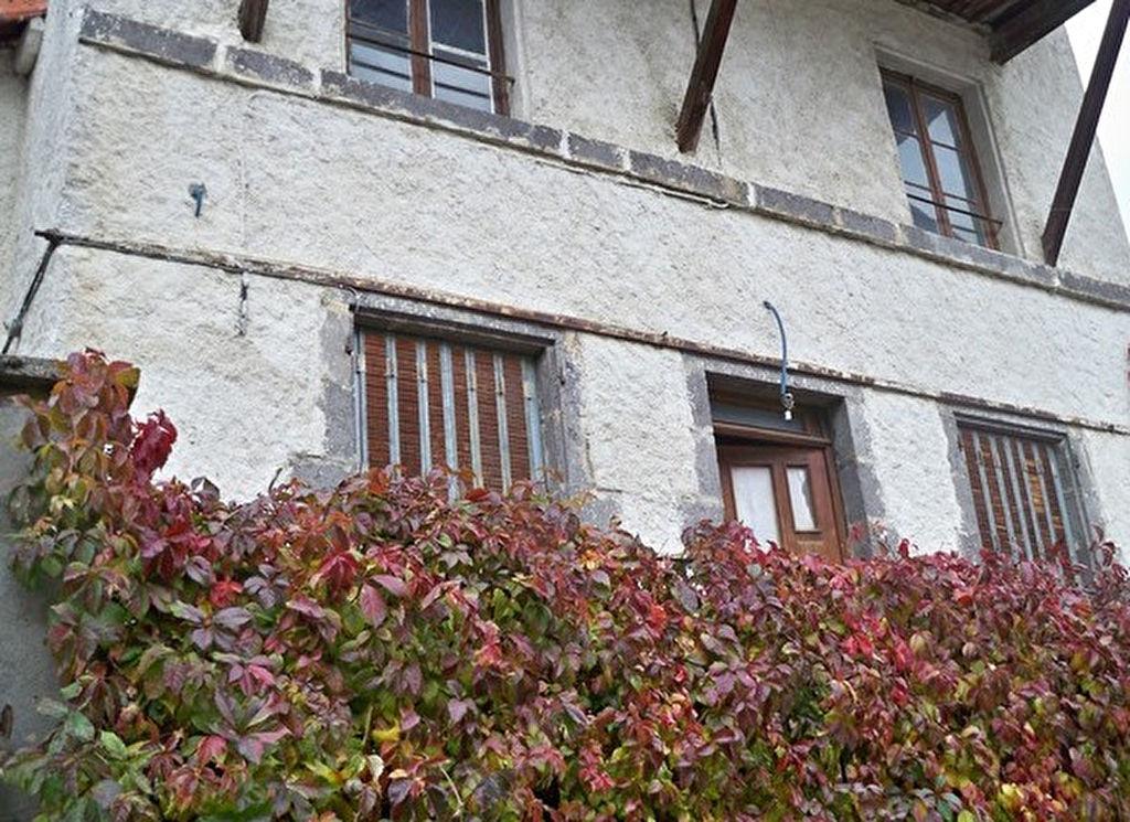 Riom prox. maison vigneronne et terrain