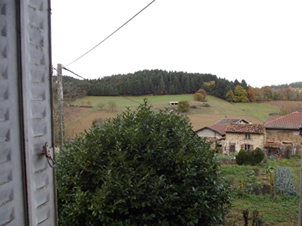 Noirétable Prox. maison avec dépendances et 2000m² de terrain