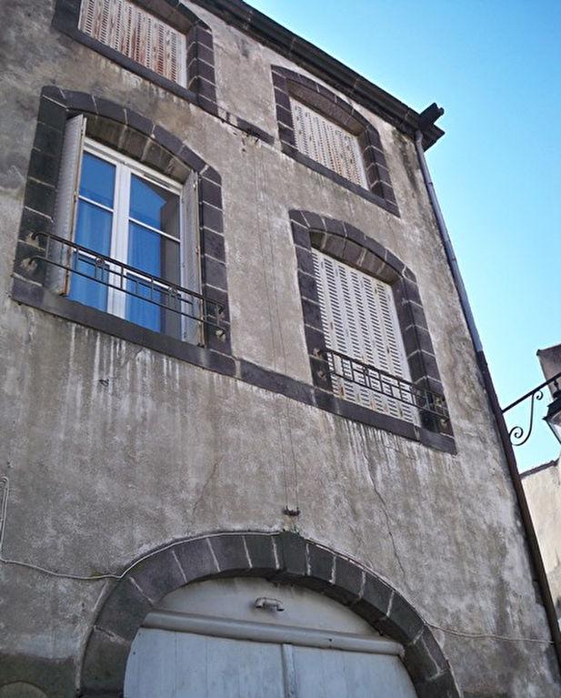 Riom  Immeuble 140 m2 et garage