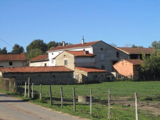 Saint Germain Laval 5kms Corps de ferme et terrain