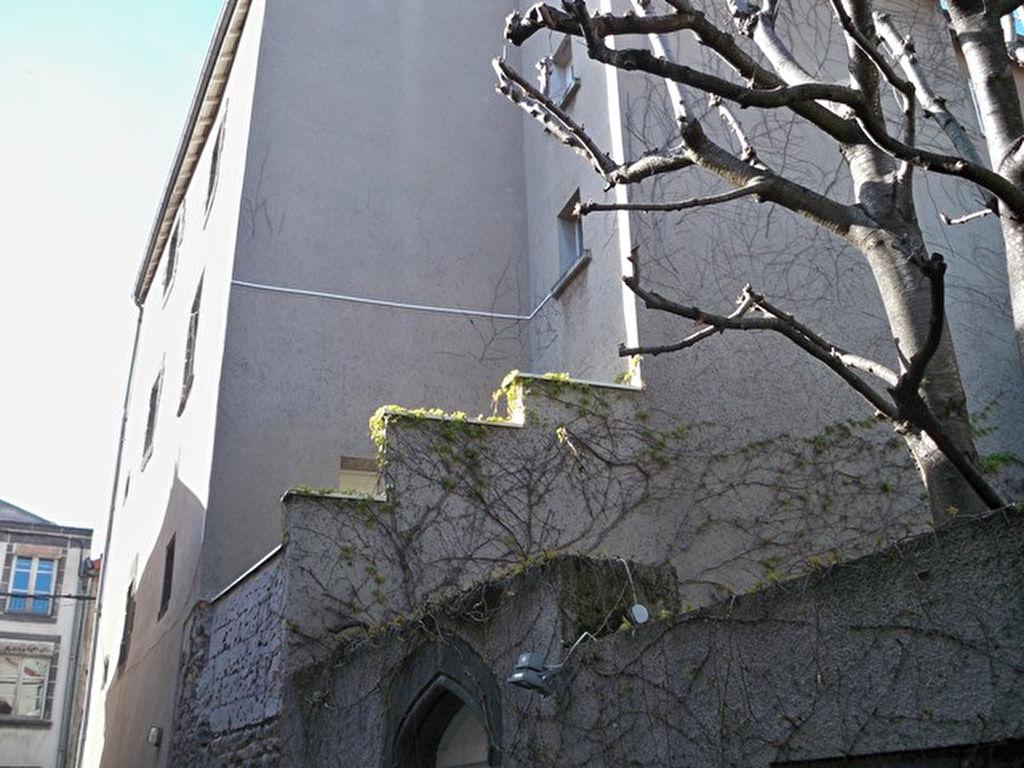 Riom  appartement et terrasse