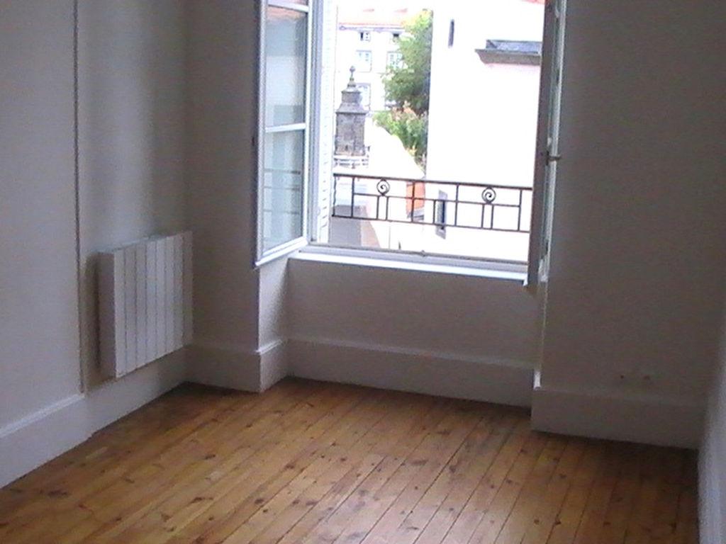 Riom Appartement F3 rénové 75m²