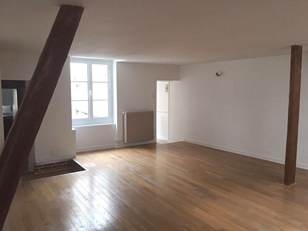 Riom Appartement F3 de caractère rénové