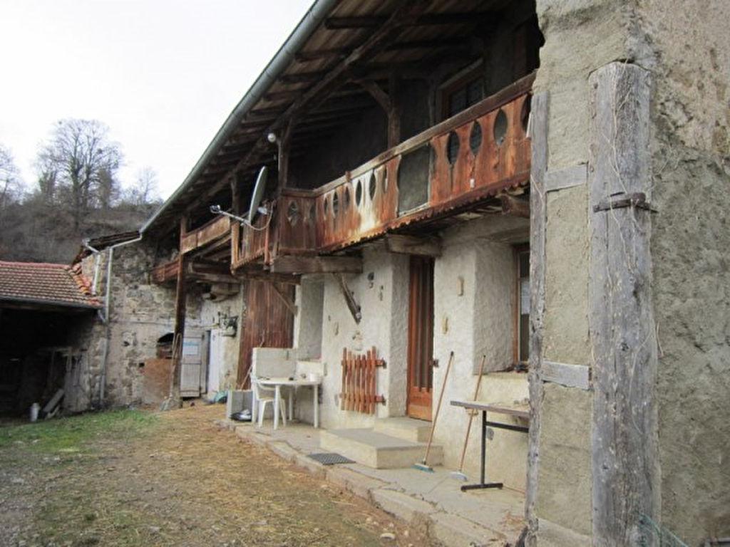 Saint Just En Chevalet prox.corps de ferme et 12hectares de terrain