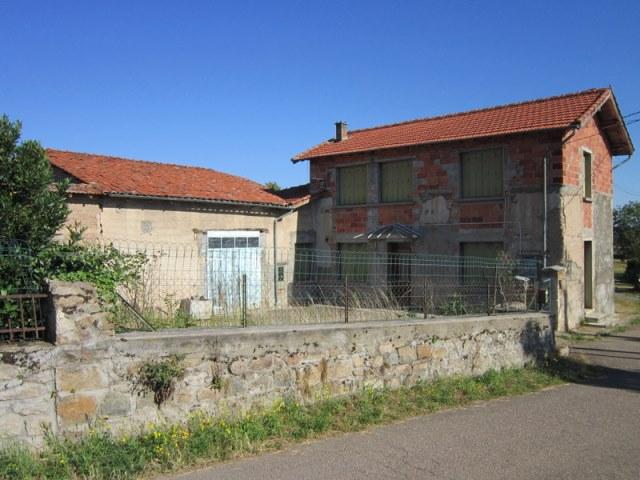 St Germain Laval  prox. maison avec dépendances et terrain