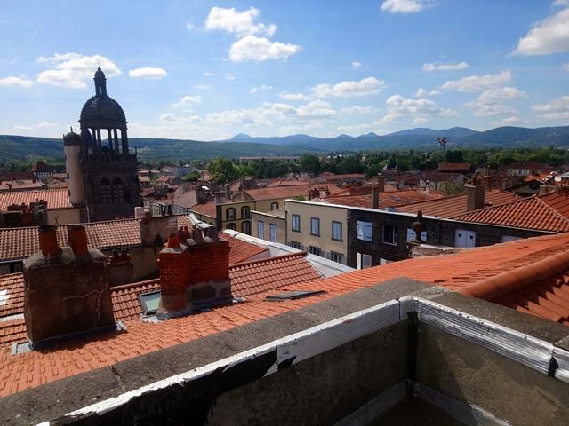 Riom F3 rénové et terrasse