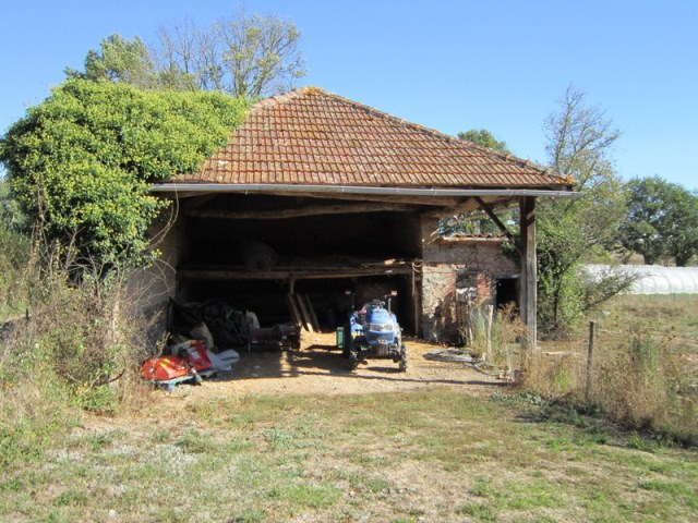 St Germain laval Prox. Grange et terre agricole