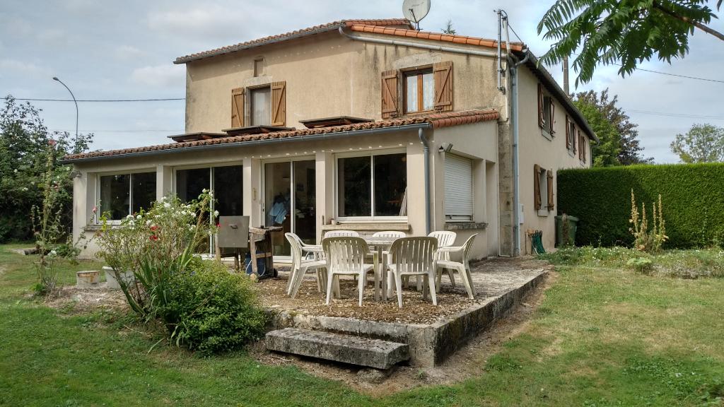 Maison Secondigny 7 pièce(s) 210 m2