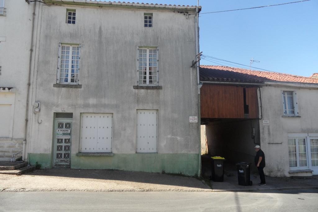 maison de bourg  à rénover +T2 indépendant  l'Absie
