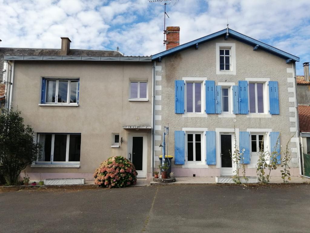Maison Saint Georges De Noisne 11 pièce(s) 200 m2